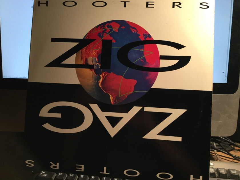HOOTERS - Zig Zag