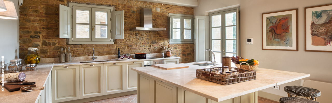 Hamburg - High quality equipped and fully planned kitchen, according to the wishes of the customer, in a romantic old farmhouse in the Toscana Resort Castelfalfi in Italy.