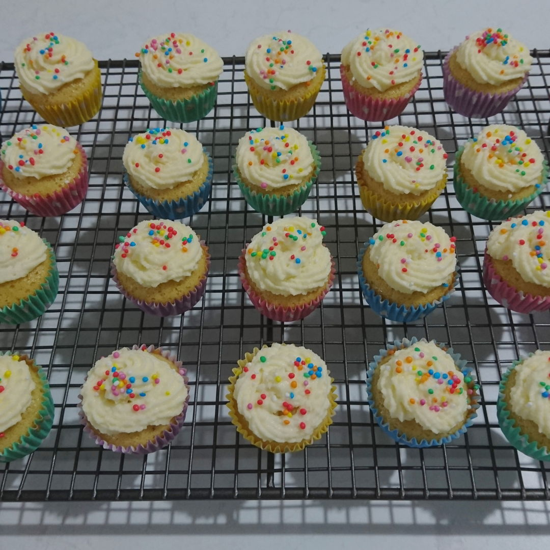 Date: 5 Jan 2020 (Sun) 21st Snack: Lemon Cupcakes [172] [136.5%] [Score: 7.8] I had always wanted to make cupcakes/muffins. I thought the fastest way to learn to make them is to buy a Prinetti Cupcake Making Kit. In the Kit there's a booklet showing 7 recipes to make cupcakes/muffins. This is the fifth of the seven.  1.	Number of mini cupcake made: 31 2.	Icing: Lemon cream (from Allrecipes)  3.	Topping: 100's & 1000's