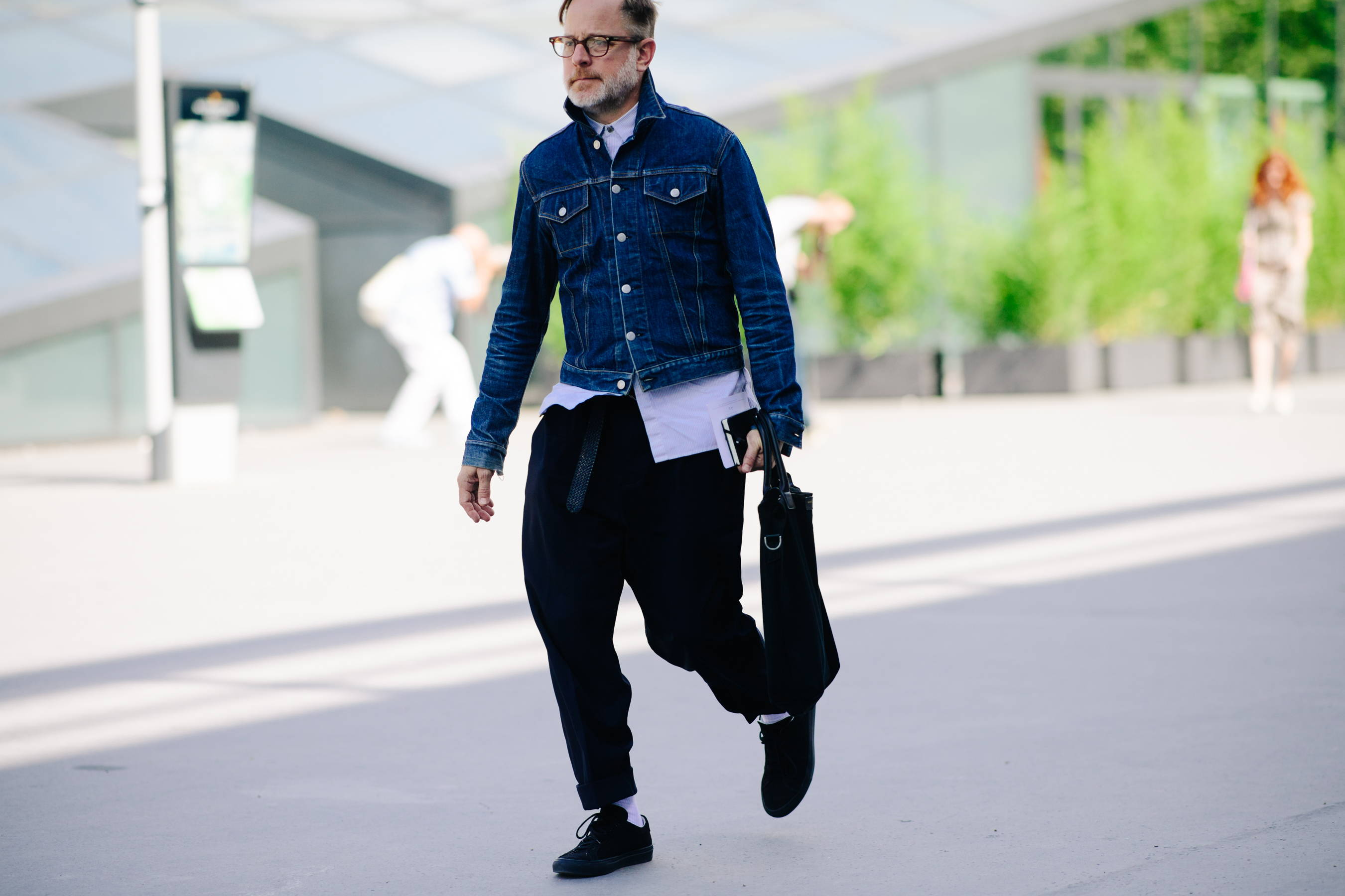 Men's streetstyle with shirt and denim jacket