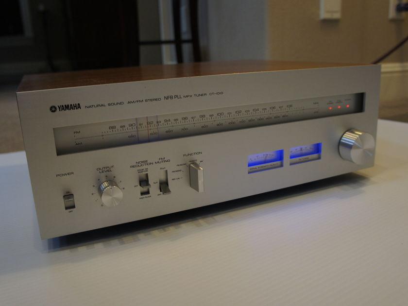 YAMAHA  CT-1010 AM-FM STEREO TUNER