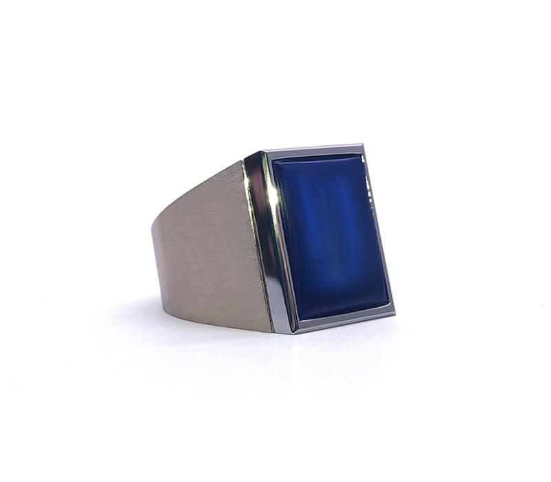 Chevalière with lapis lazuli
