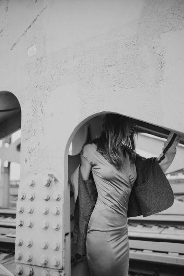 Серебристое трикотажное платье #54