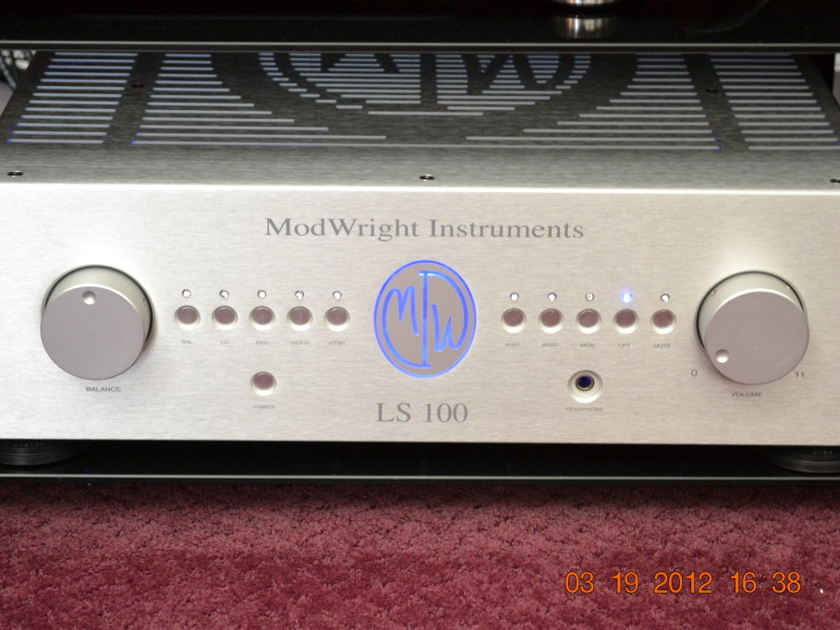Modwright  LS-100 Tube Preamp with optional PhonoStage. Shipping Included!!!!