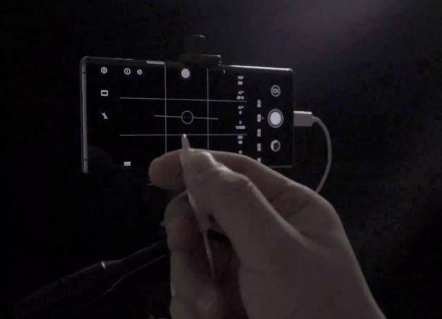 Use the volume button on the earphone to control the shutter