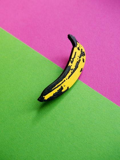 """Деревянная брошка """"Банан"""""""