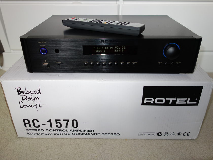 Rotel RC-1570 Stereo Pre-amp Balanced in/out Almost new!