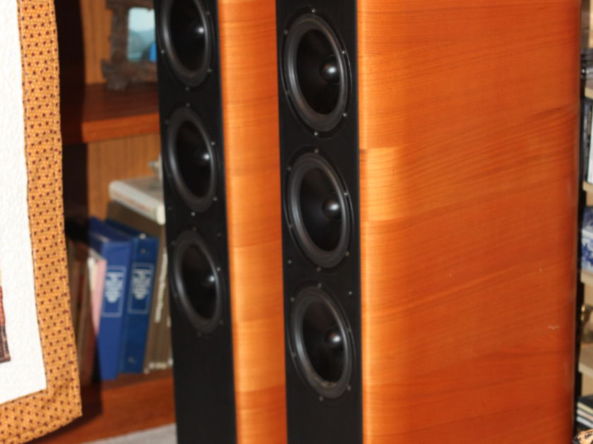 Opera Quinta Beautiful cherry speakers