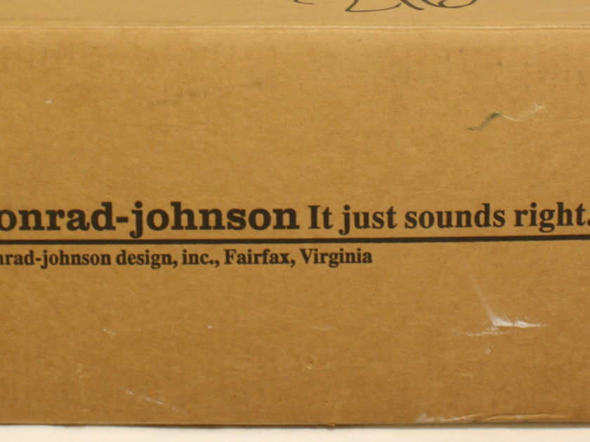 Conrad Johnson Classic 2 Tube Pre Amp. As NEW! FREE Shipping!