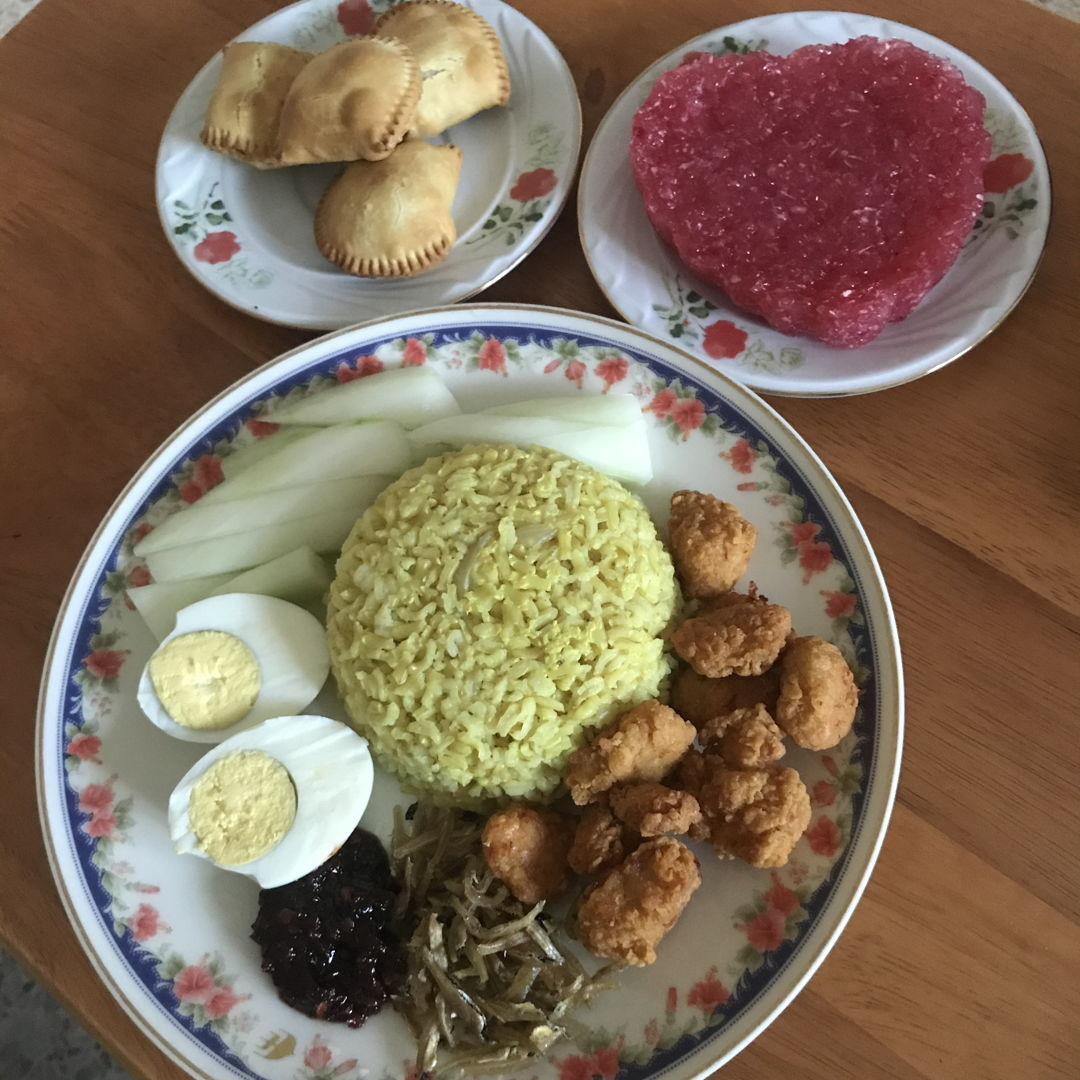 Nasi lemak and kuih muih for Merdeka Day!! 👍🏻😁