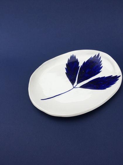 тарелка с земляничным листком