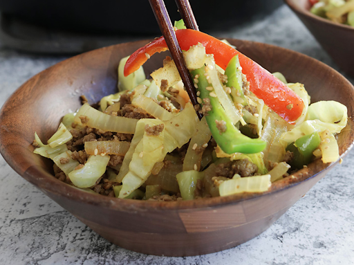 Simple Keto Stir-Fry With Cabbage Noodles