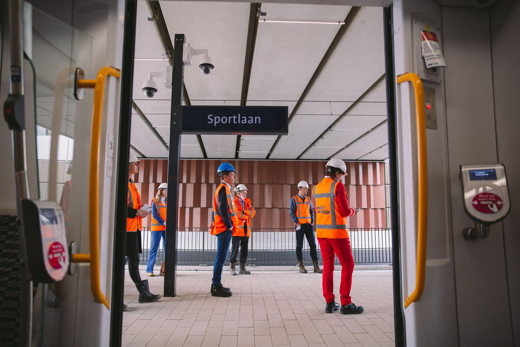 De aanwezigen maakten een testrit tussen Stadshart en het opstelterrein met een stop op halte Sportlaan.