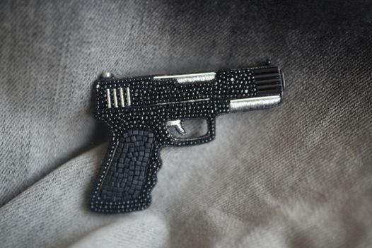 """Брошь из бисера """"Пистолет """"Glock"""""""""""