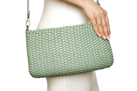 Плетеная серая сумка