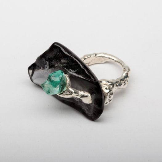 Кольцо из черного и зеленого стекла Сокровище
