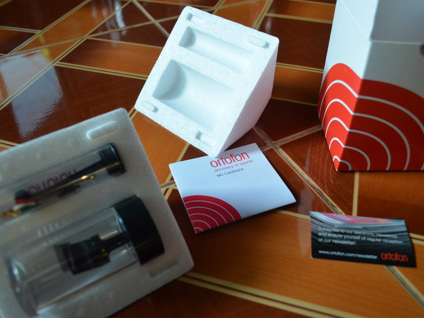 Ortofon MC Cadenza Mono cartridge in the box reduced