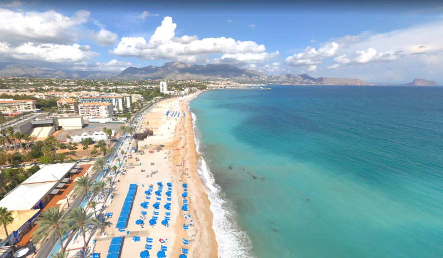 L'Alfàs del Pi - albir beach from above.jpg