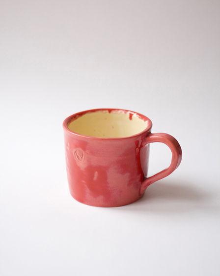Керамическая красная чашка