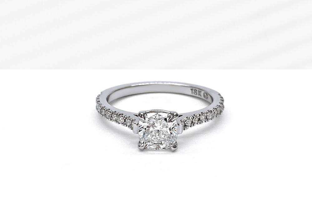 Semi eternity in 18K white gold with a cushion cut diamond