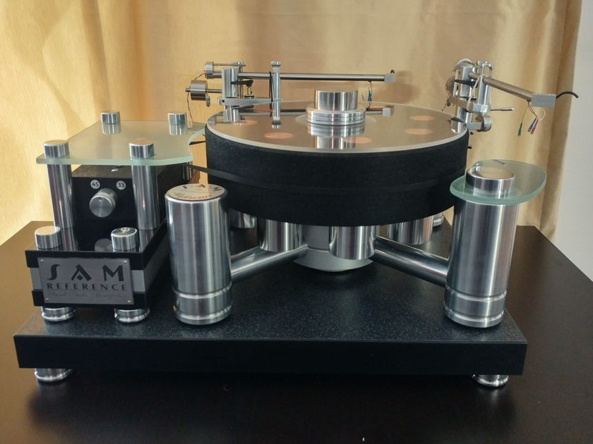 S.A.M. Reference High end turntable with 2 tonearms