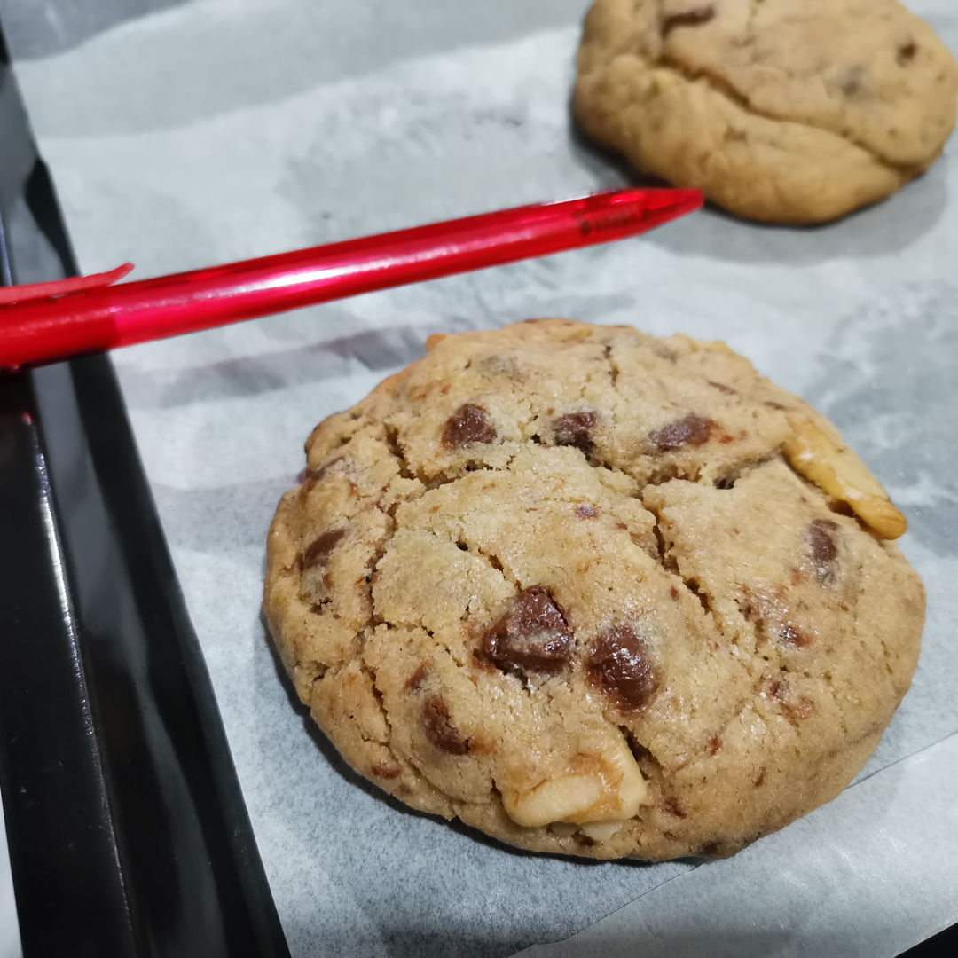 Levain bakery NYC best chocolate chip cookie copycat