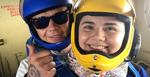 Ведущая радио «Адам» провела прямой эфир во время прыжка с парашюта - Новости радио OnAir.ru