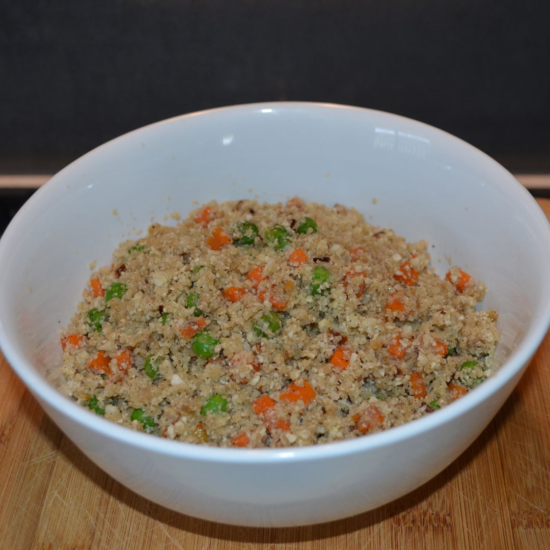 Date: 2 Mar 2020 (Mon) 77th Main: Cauliflower Rice with Carrots and Peas [255] [154.5%] [Score: 9.0] Cuisine: Western Dish Type: Main Just making use of the excessive amount of cauliflowers in the fridge.