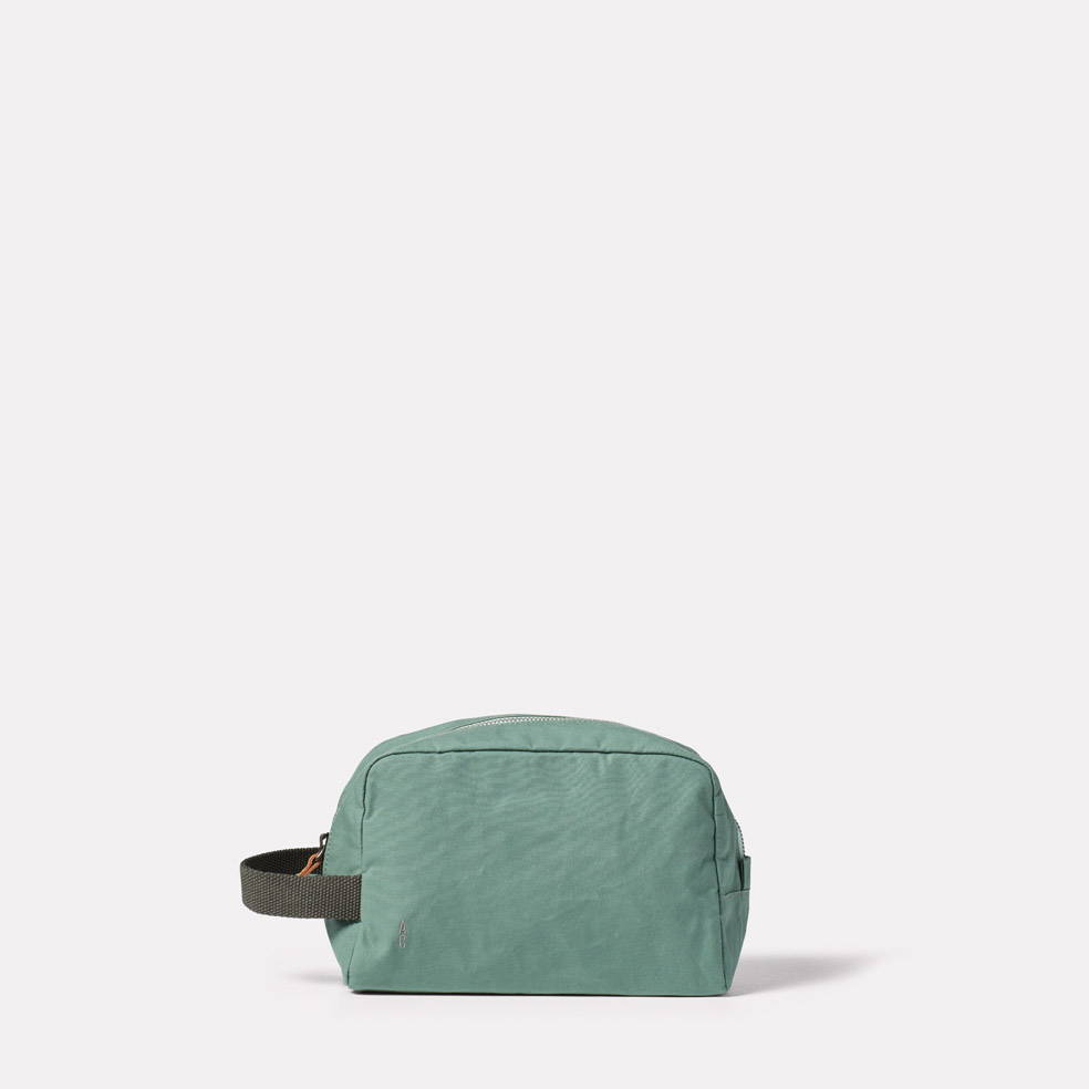 Simon Waxed Cotton Washbag in Green