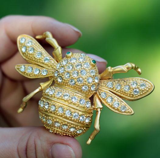 Крупная Брошь пчела