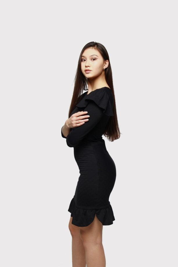 """Черное трикотажное платье """"Curve"""" с нестандартными воланами и надписью """"I Feel Loved"""""""