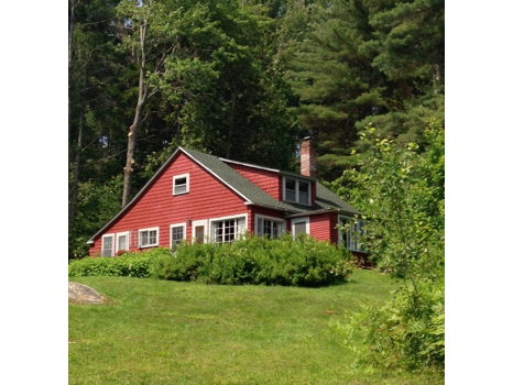 Peaceful Cottage with Private Beach on Caspian Lake in Vermont (3 nights for 7 people)