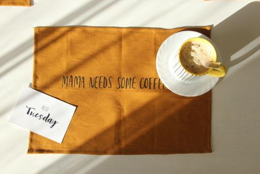 Льняная салфетка MAMA NEEDS SOME COFFEE