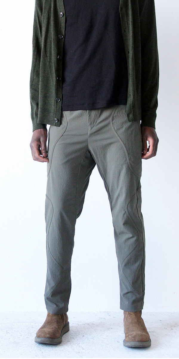 RESTRAINED POET – TEXTURED UTILITY TRAVEL PANT