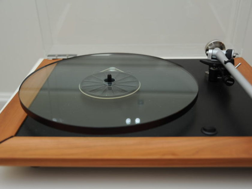 Rega P5  Turntable w/Exact 2 MM cartridge, RB700 Tonearm