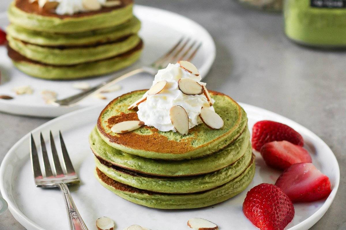 How to make fluffy matcha pancakes