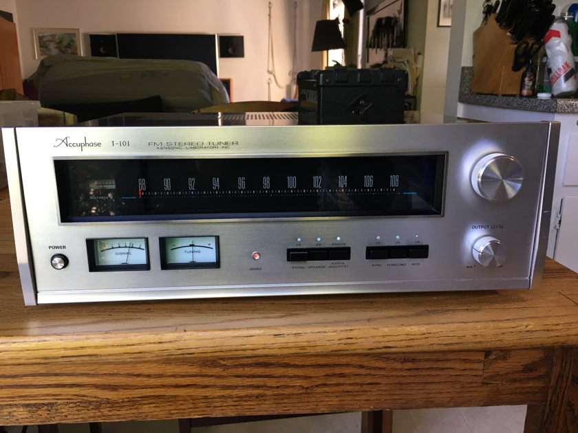 Accuphase T-101 SUPER TUNER (NEAR MINT)