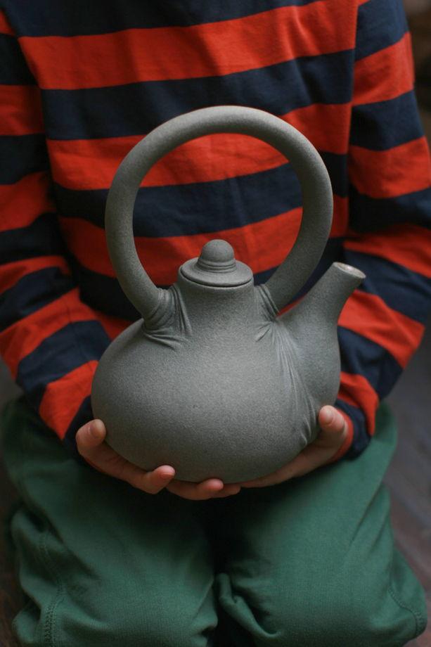 Керамический заварочный чайник ручной лепки. Серый. В НАЛИЧИИ