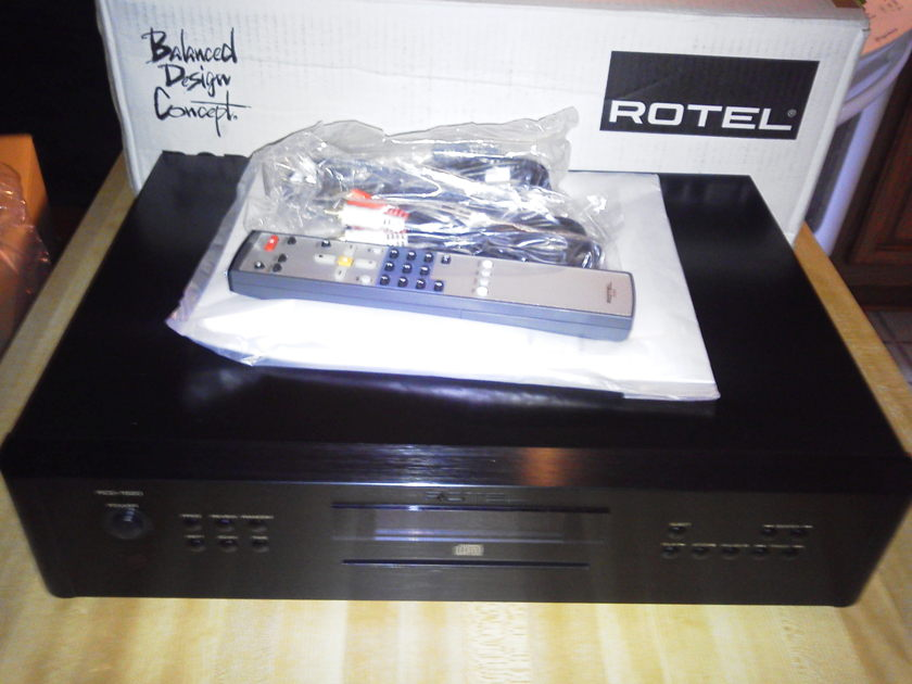 Rotel RCD-1520 w/black faceplate, like new, less than 1 month old