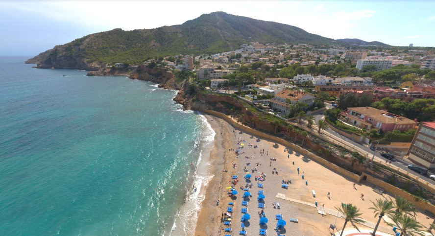 L'Alfàs del Pi - albir beach from above sheltered by siera gelada hills.jpg