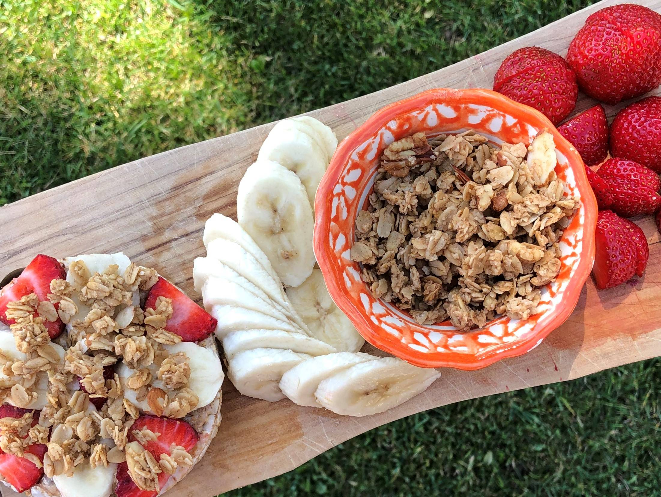 strawberry banana almond rice cake with granola recipe