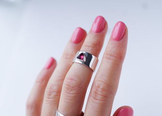 Серебряное кольцо-каф на вторую фалангу с натуральным гранатом