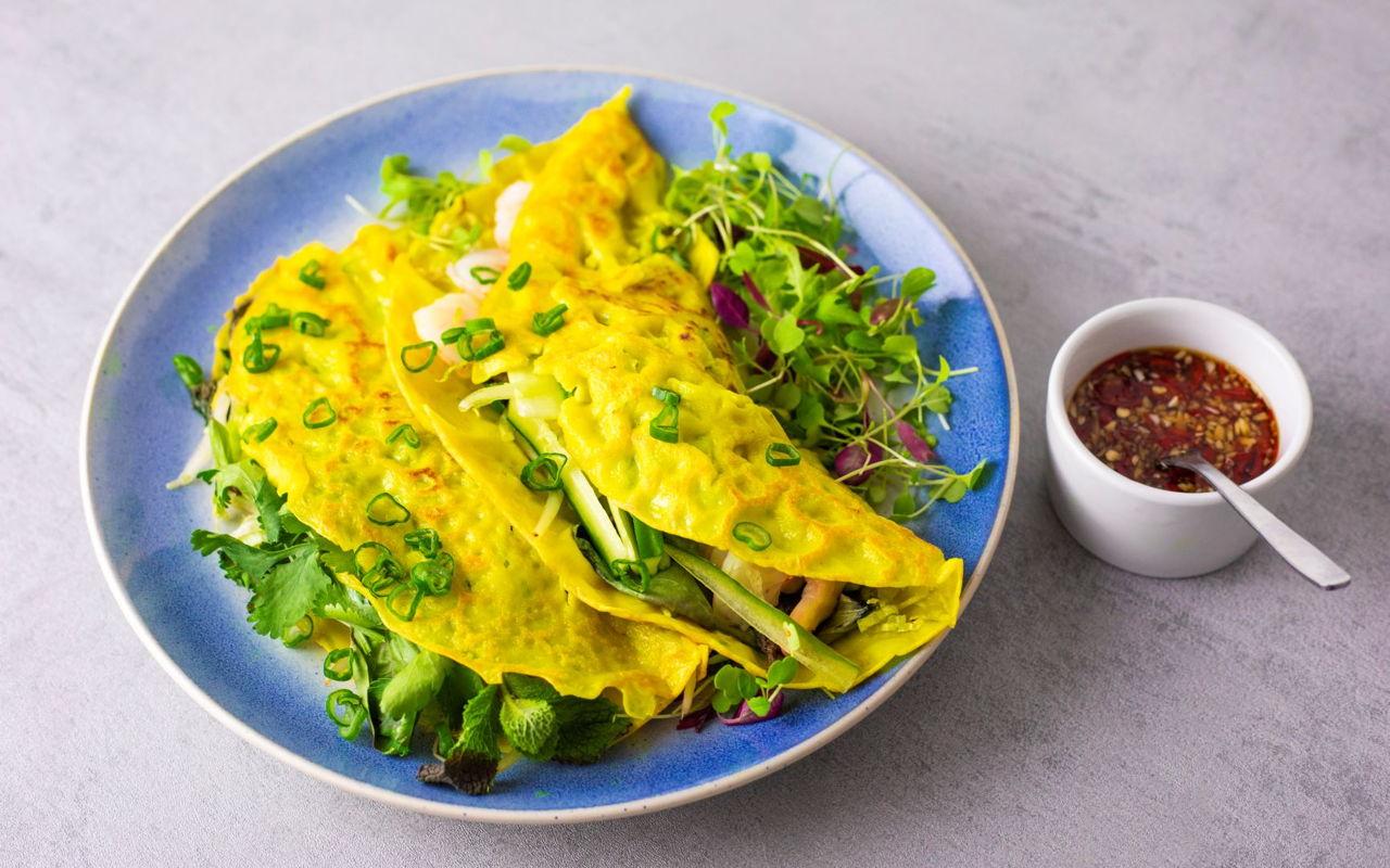 Vietnamese Pancakes With Prawns Banh Xeo School Of Wok