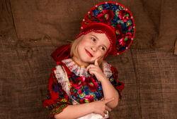 maedchen volkskleid