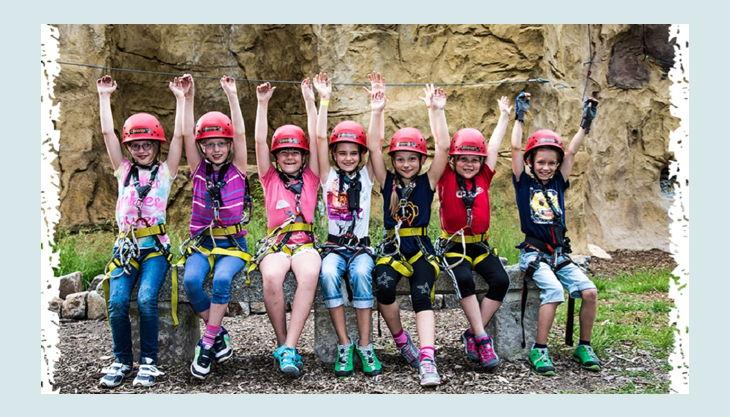climb up kletterwelten kinder mit kletterausrüstung