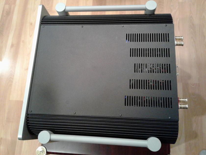 Simaudio Moon W-5 Amplifier