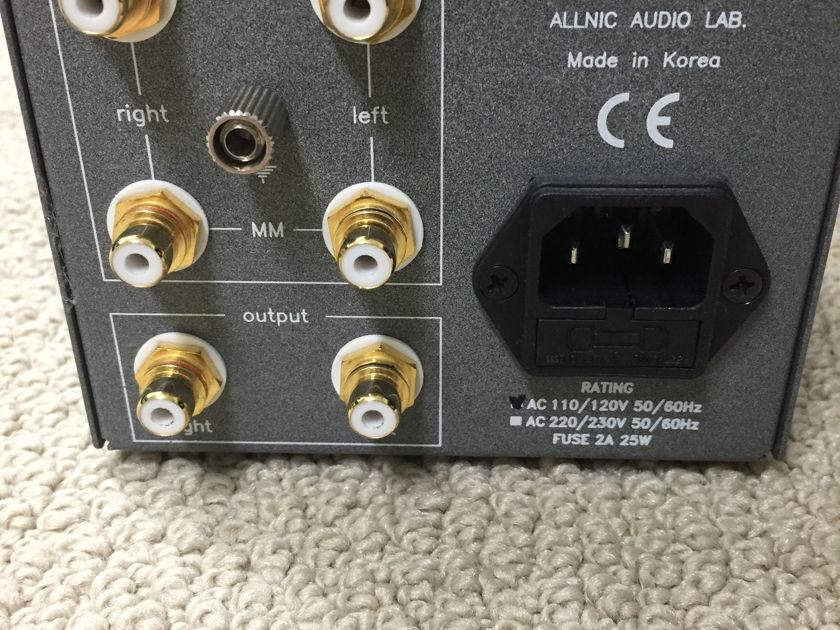 Allnic Audio H1200 Tube MC/MM phono stage