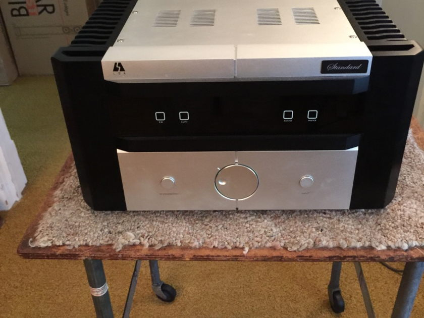 LSA  Standard Integrated Amplifier with tube preamp and MM Phono stage !!