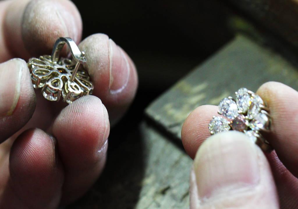 Cabernet Marguerite Earrings making process