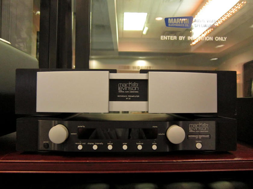 Mark-Levinson No. #32 Pre-Amplifier With Reference Controller